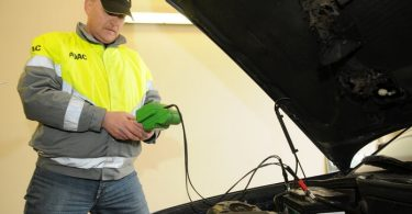 how long can an auto battery sit