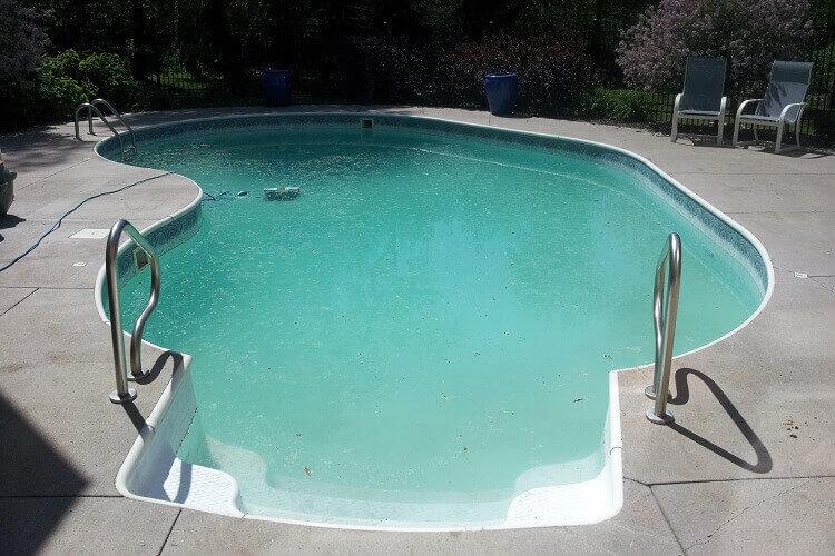 récupérer-eau-piscine-trouble-laiteuse