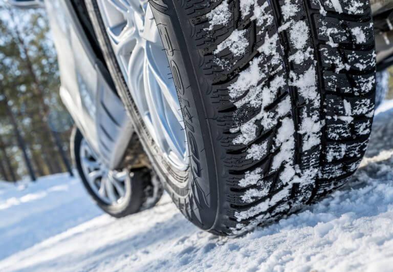 Peut on rouler avec des pneu neige toute l annee